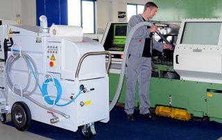 Dispozitiv mobil pentru curatarea si spalarea masinilor CNC