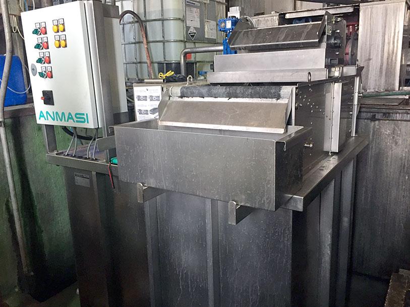 instalatie-filtrare-lichide-proces-spalare-filtrare-particule-solide-si-metalice