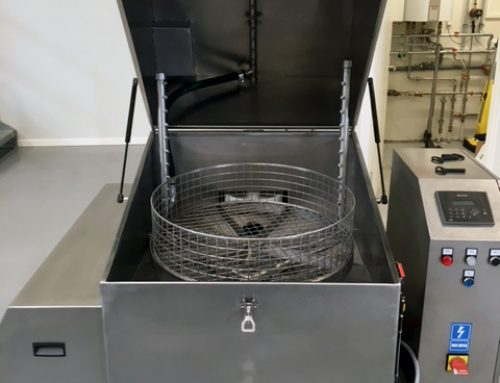Imersie sau pulverizare: care metoda curata mai bine piesele?